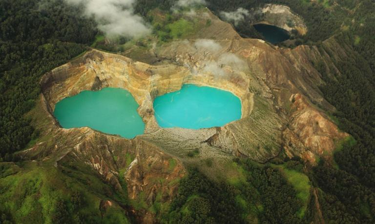 ba cái hồ nhìn từ trên không xuống. nguồn : google