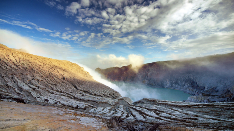 ©Rick Wezenaar https://500px.com/photo/8380475/kawah-ijen-vulcano-by-rick-wezenaar