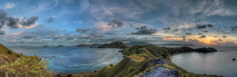 © Parnupong Norasethkamol https://500px.com/photo/81466037/komodo-at-sunset-by-parnupong-norasethkamol
